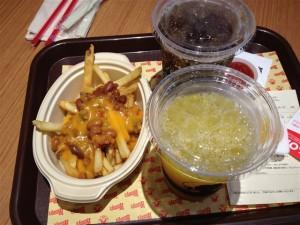 フレンチフライ チリ&チーズとドリンク